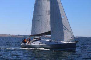 Großsegel und Focksegel für eine Hanse 370 von Black Sails