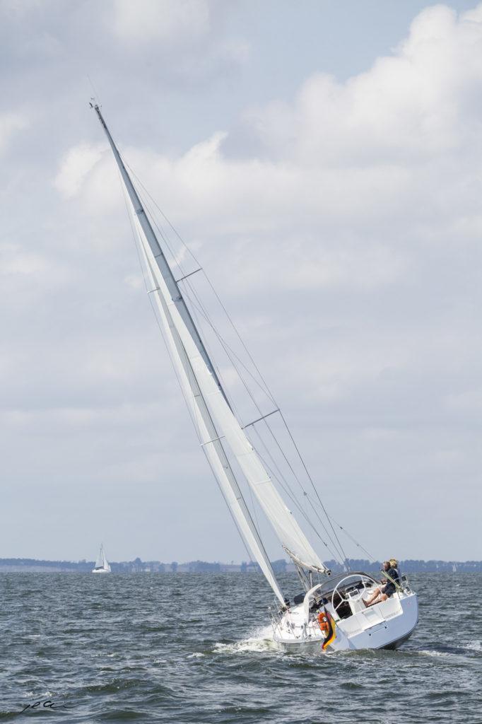 Hanse 370 mit Segeln von Black Sails